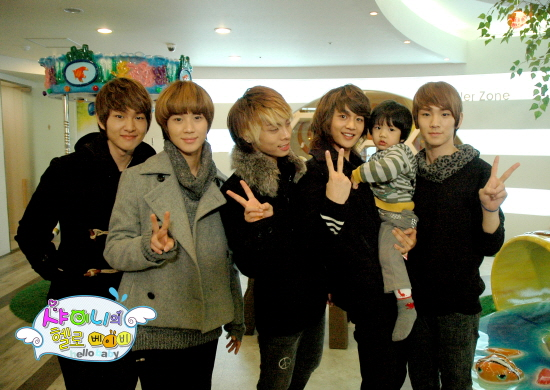 http://lost-in-asia.cowblog.fr/images/shineehellobaby.jpg